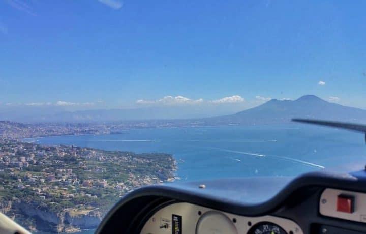 immagine del golfo di napoli per esperienze di volo