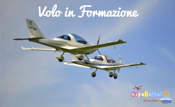 esperienze di volo con due aeroplani in formazioni